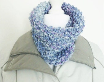 Chunky knit cowl scarf, loop scarf, hand knit scarf for women, circle scarf, blue cowl eternity scarf, knitted cowl, neck warmer scarf