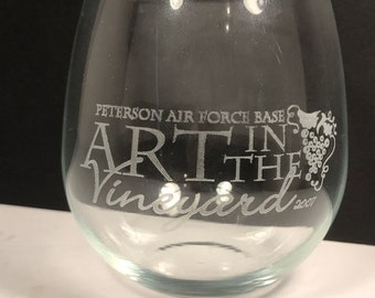 PETERSON AIR FORCE base glassware vintage military wineglass whiskey beer wine barware Art in the Vineyard grapes logo militaria usaf usa