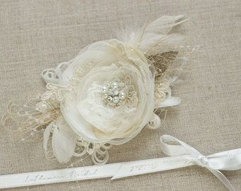 Wedding hair piece, Flower hair clip, floral bridal headpiece, Cream hair flower, Bridal hair accessories, Lace hairpiece