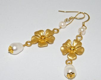 Monachella earrings with flower and freshwater pearls
