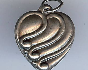 VINTAGE 1940'S STERLING SILVER swirly puffy heart charm