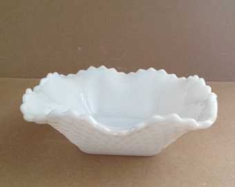 Vintage Hazel-Atlas, Diamond Quilt Pattern, Milk Glass, Scalloped Bowl, Candy Dish, From 1950s, Square Shape, Ruffled, Fluted Edge