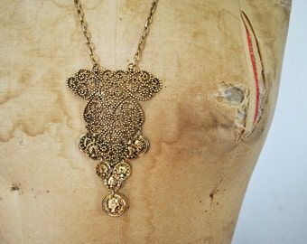Pendant Coin Necklace / BOLD 1960s pendant