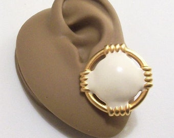 White Ring Ribbed Accent Clip On Earrings Gold Tone Vintage Satin Matte Finish Slotted Open Edges Textured Backs