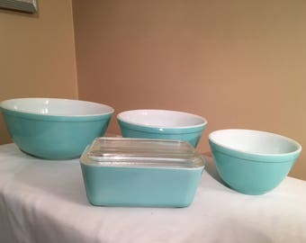 Set of 3 Turquoise Pyrex Mixing Bowls & Fridgie