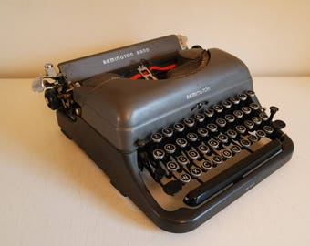 Vintage 30s   Remington Rand portable typewriter