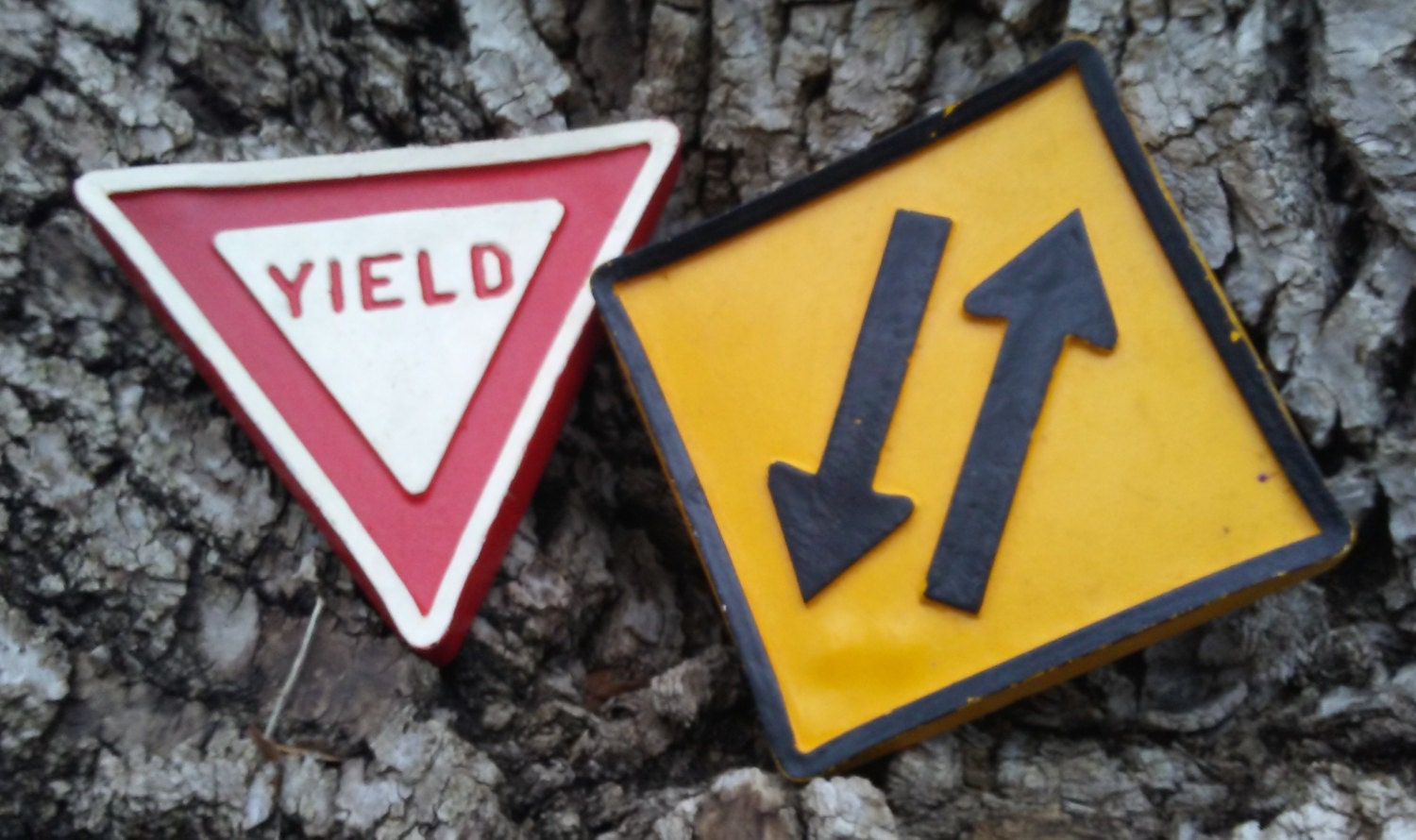 Traffic signs Vintage small Yield 2 way Traffic road street