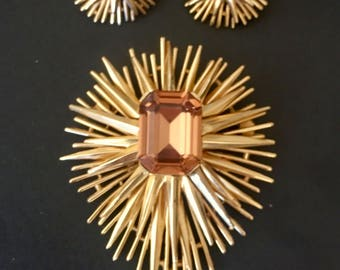 Stunning Mid Century Modern TRIFARI Sunburst Topaz Glass Brooch a nd Clip Earrings.Epitome of Mid Century.