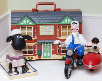 GARAGE SALE: Sheep Cottage And figurines Wallace And Gromit