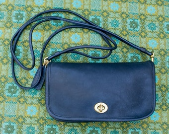 Vintage Coach NYC Navy Blue Dinky Small Leather Saddle Leather Flap Turn Lock Bag 0621161