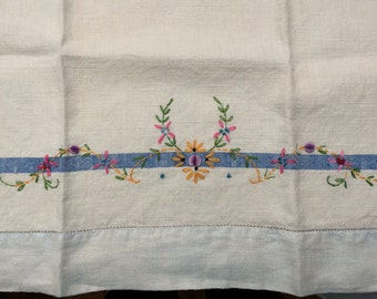 Pretty Vintage Embroidered Linen Towel