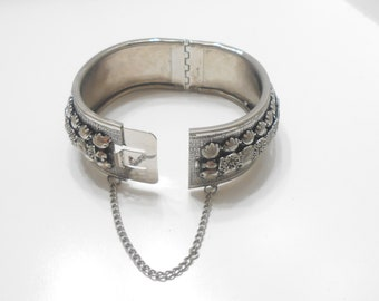 Gorgeous Vintage Hinged Cuff Bracelet (7125) Safety Chain