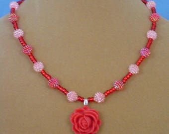 "Stunning 18"" Rose Pendant Necklace - N553"