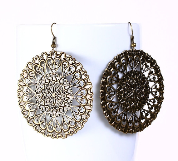 Antique brass round filigree drop earrings (535)