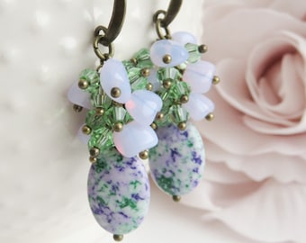 Lilac cluster earrings, green and purple jewelry, dangle and drop, paarse oorbellen, gift for her, beaded earrings, lavendel sieraden