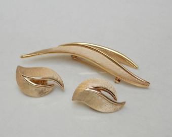 Vintage Trifari Brushed Gold Modern Brooch & Clip On Earrings, Demi Parure