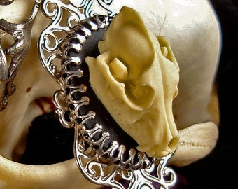 Wolf Skull Necklace - Resin Cameo - Gothic - Fullmoon - Lycanthropy - WereWolf Jewellery - Cute Witchcraft - Goth - Victorian Anatomy