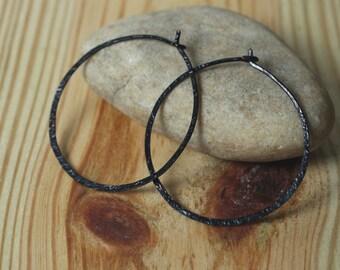 Handmade hammered infinite circular black tone hoop 30mm, one pair (item ID BK5-2G20)