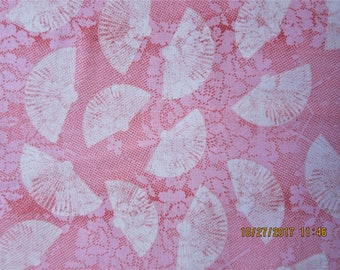 RARE FABRIC PARIS - Visit Paris with M'Liss - Dainty Fans on Pink - 1 Yard - A37