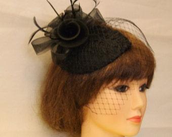 Vintage 1940s-50s Fascinator Veil Hat Black. Tear drop hat mini birdcage  veil b3dbcb59498
