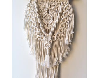 Macrame wallhanging / wallhanging / wall art / rope art