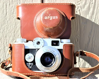 Vintage 1950's Argus C-Four Rangefinder Camera w/ Leather Case