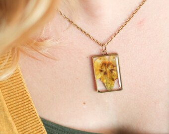 October Birth Flower Necklace, Real Flower Necklace, Yellow Marigold, Birthday Flower, Botanical Jewelry, Pressed Flower Jewelry