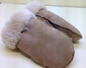 Ladies shearling mittens