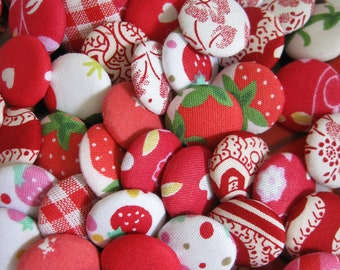 10 Fabric Covered Buttons - Red - 2cm