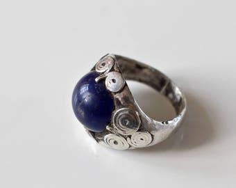 Vintage/ Antique Persian Silver frame ring, with Deep blue stone.
