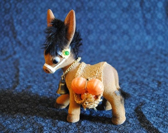 Felted donkey carrying sacks with pumpkins