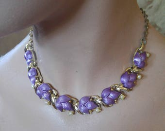 60s purple flower and faux pearl costume necklace