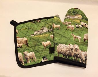 Sheep themed quilted/insulated pot holder and oven mitt set
