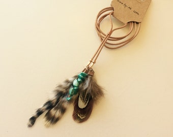 Bohemian leather necklace with copper wire, feathers and turquoise gemstones.