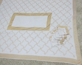 Tablecloth and Napkin Set Gold and White 49 x 61
