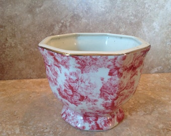 Pink toile planter