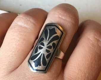 Vintage Sterling Silver and Black Enamel Ring. Statement Ring. Enamel Ring. Black Enamel Ring. Floral Pattern Ring - Size 5.75