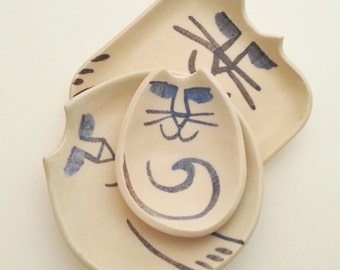 Cat Pottery plate set 3: different shapes Ceramic dish nesting handmade stoneware clay white blue-black lines satin glaze