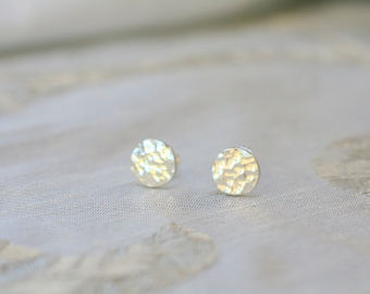 Hammered Silver Studs, Round Studs, Minimalist Jewellery, Round Earrings, Hammered Silver Earrings, Textured Earrings, Shiny Silver Earrings