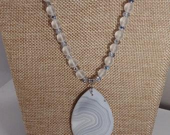 White scrub stripes agate teardrop pendant necklace