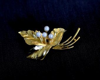 Vintage 60s/1960s brooch pin Gold tone leaves pearls Costume jewelry