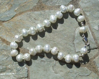 Handmade Pearl Bracelet   hand knotted                           901