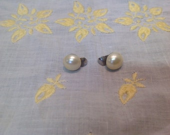 Dainty vintage Faux Pearl Sarah Coventry clip earrings Mid Modern
