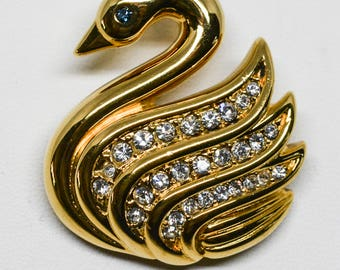 Gorgeous gold tone swan brooch