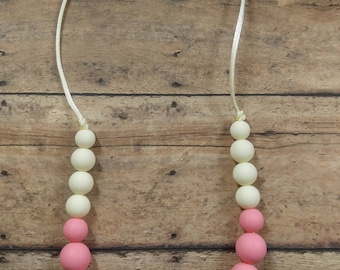 Ombre teething necklace, teether, silicone bead necklace, pink necklace, fashion teether, pink ombre, mom necklace, breastfeeding necklace