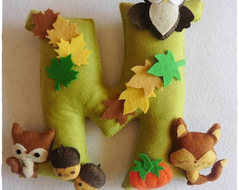 Felt letters, animals forest, baby decor, Iniciales decoradas con animales del bosque, Initial decorated with animals forest, mimizuku art