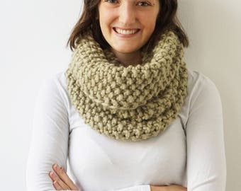 Scarf BELLA in Khaki | Infinity Scarf | Chunky Knit