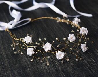 White wedding hair accessories, Flower crown, Flower hair piece, Flower tiara, Crowns, Wedding crown, Flower hair accessories, Crown 32