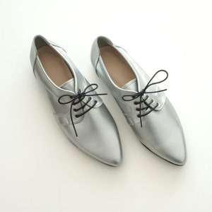 Silver shoes // Vegan shoes // Womens shoes // Silver pointy flats // Handmade shoes // Oxford flats // Vegan leather // Vegan friendly
