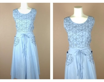 Vintage 1940s / 1950s Cotton Summer Dress, Blue, Kimono Sleeves, Small  / Medium Size, Embroidered Detail